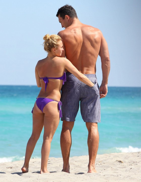 Hayden-Panettiere-in-Purple-Bikini-on-Miami-Beach-05-560x723.jpg