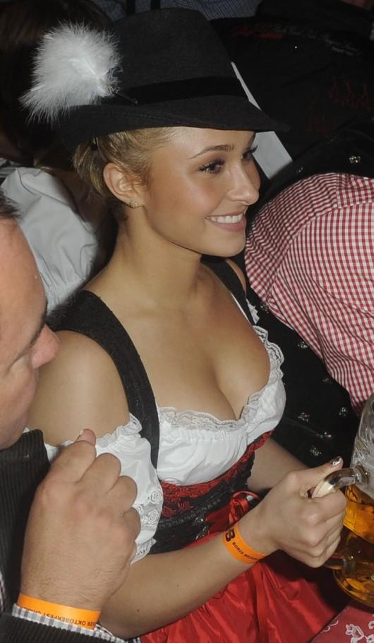 hayden-panettiere-cleavage-candids-at-oktoberfest-2010-15 ...