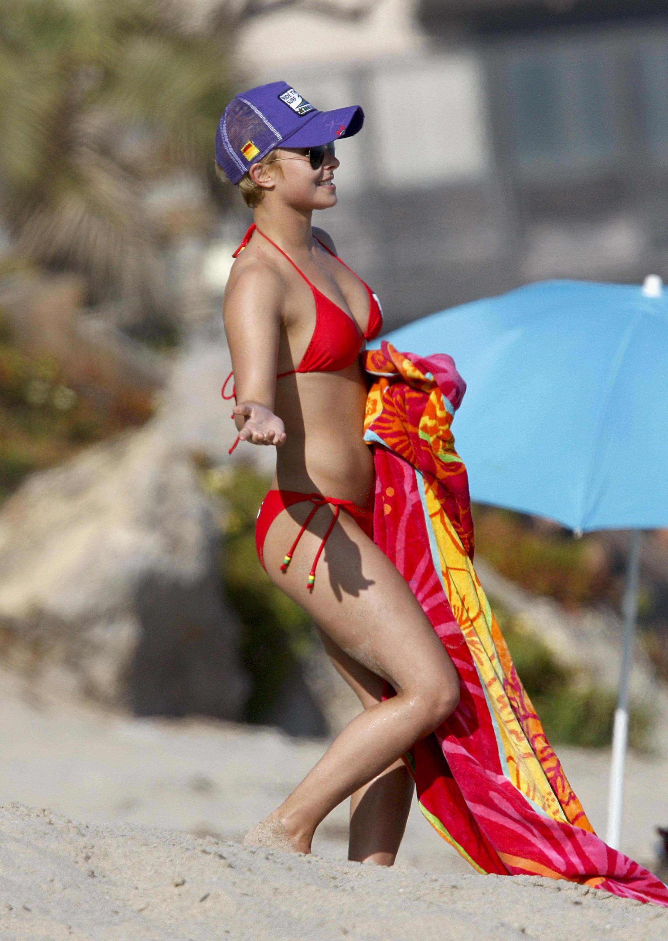 Hayden Panettiere in Red Hello Kitty bikini on beach in Malibu ? 45 HQ Pics