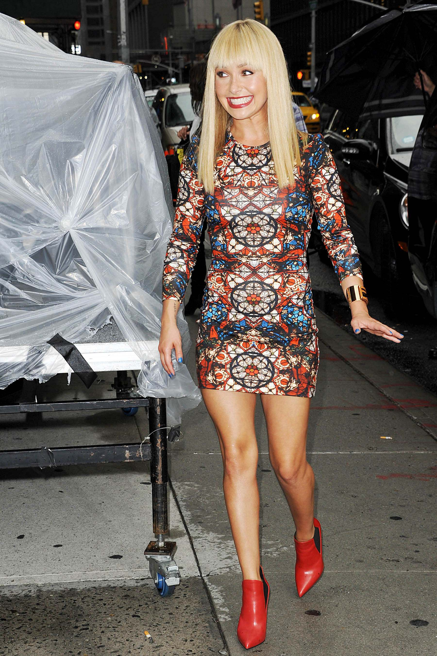 hayden panettiere in tight dress at the late show with
