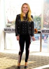 Hayden Panettiere wearing tight black pants on the set of Extra at The Grove