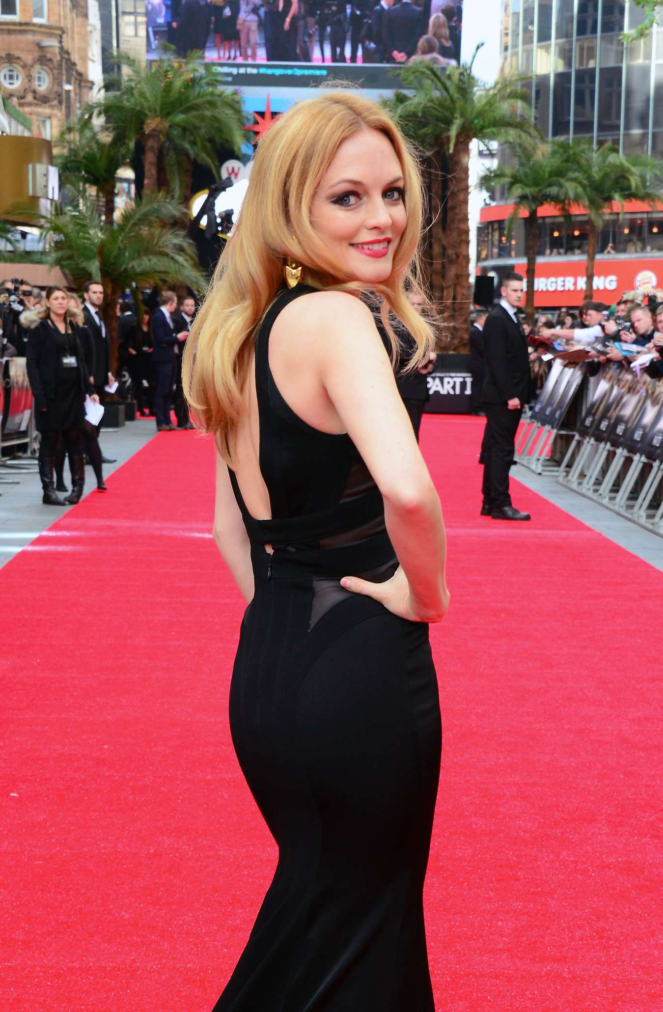 Full Size Van >> Heather Graham brings the glamour to the red carpet-30 ...