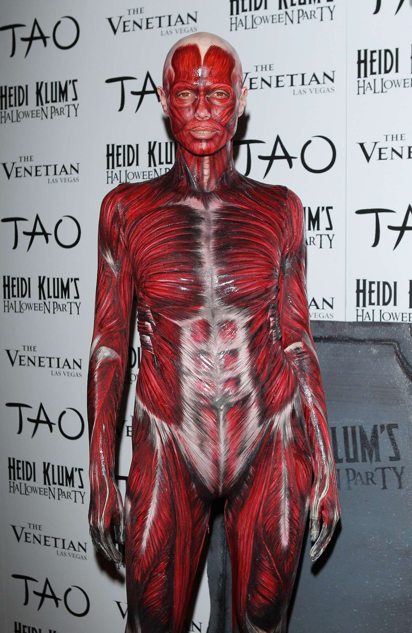 heidi klum muscles and veins costume halloween party in las vegas 01 full size - Las Vegas Halloween Costume