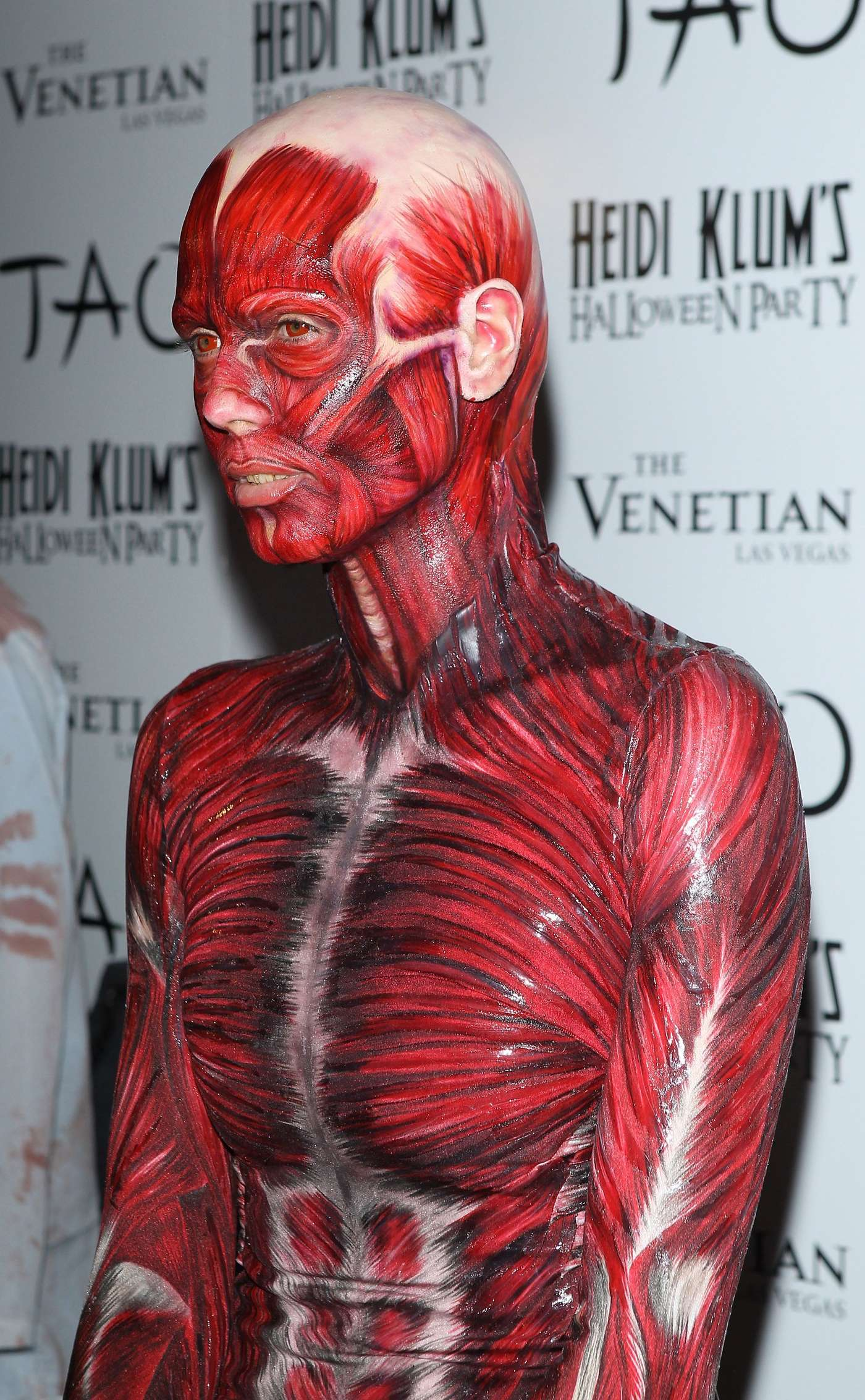 heidi klum muscles and veins costume halloween party in las vegas 05 full size - Halloween Muscle