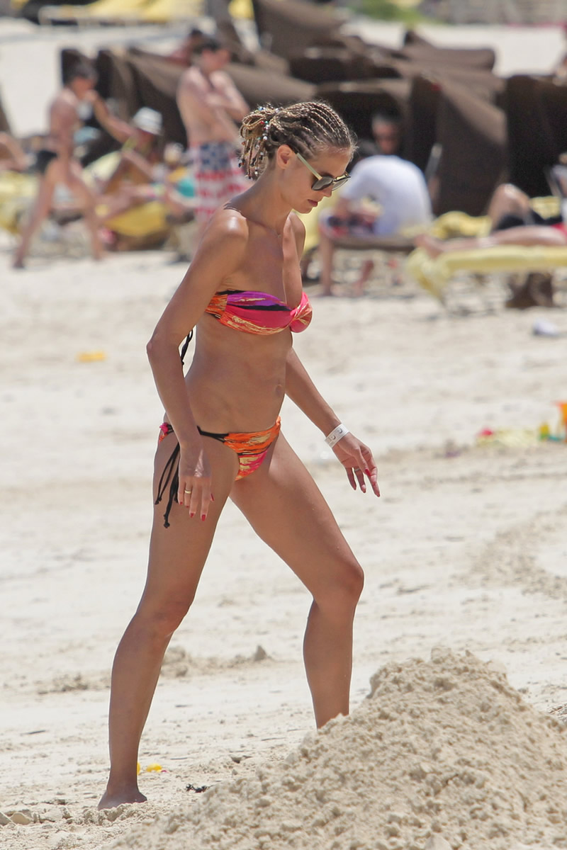 back to full gallery heidi klum wearing a bikini in the bahamas