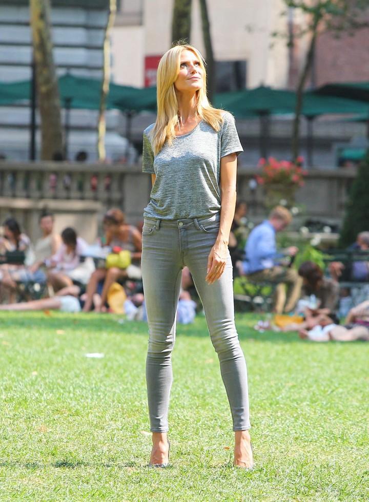 Heidi Klum - Photoshoot Candids in New York