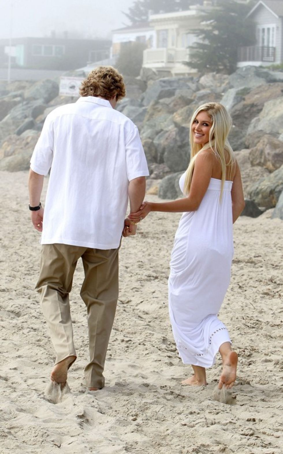 heidi-montag-with-pratt-in-malibu-beach-candids-sep-21-04