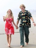 heidi-montag-with-pratt-in-malibu-beach-candids-sep-21-08