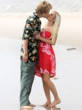 heidi-montag-with-pratt-in-malibu-beach-candids-sep-21-09