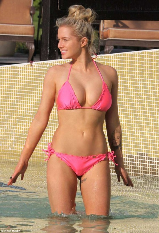 Helen Flanagan Wear Pink Bikini in Dubai -01