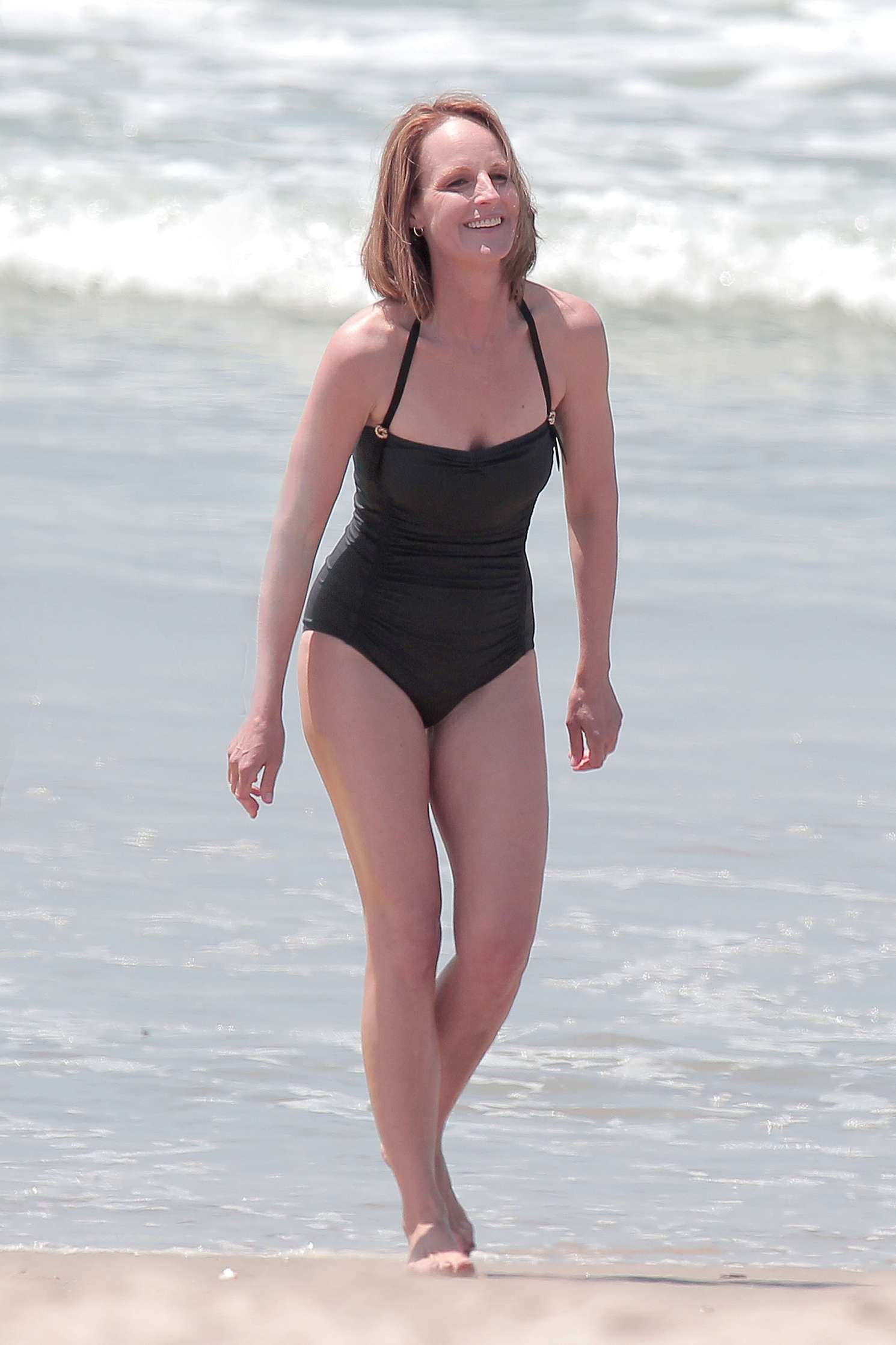Helen-Hunt---wearing-a-swimsuit-on-the-s