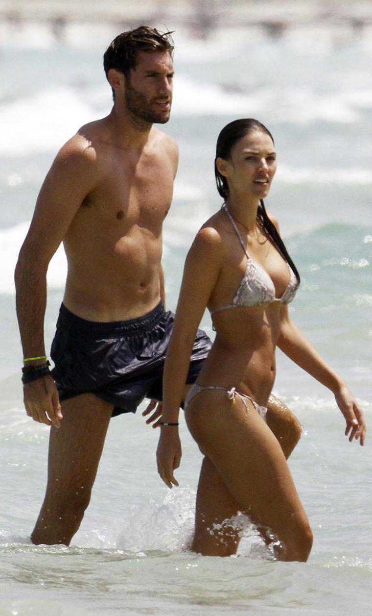 Uncategorized 2011 : helen-lindes-bikini-candids-in-ibiza-03