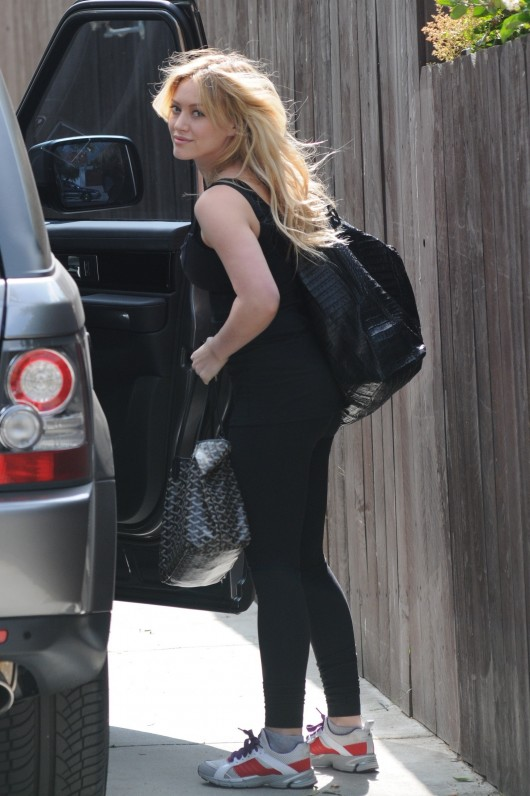 hilary-duff-candids-in-west-hollywood-01-530x796.jpg
