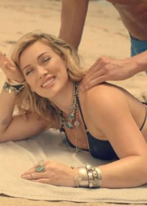 "Hilary Duff In Bikini:  ""Chasing The Sun"" Music Video Screencaps"