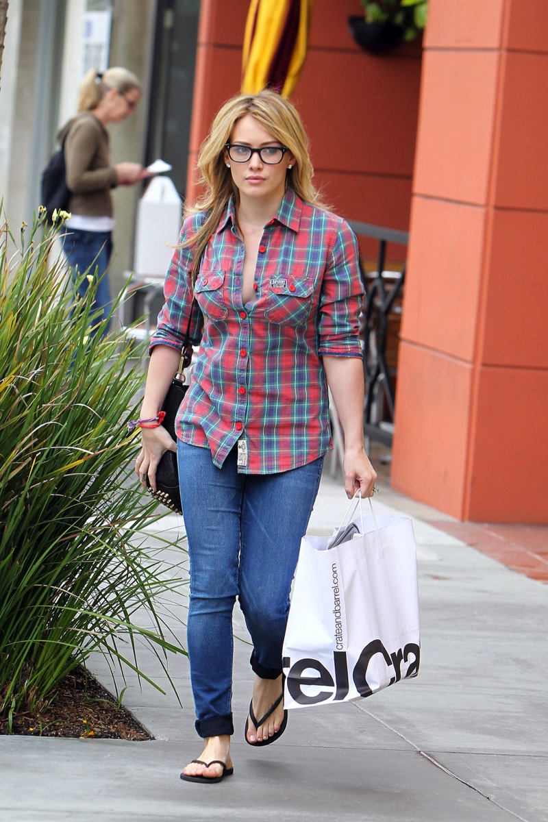 Hilary Duff 2010 : hilary-duff-cleavage-candids-in-glasses-09