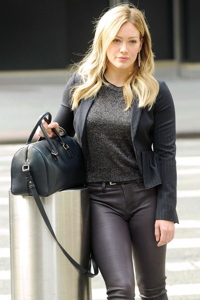 """Hilary Duff – Filming """"Younger"""" in NYC"""