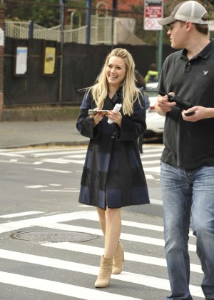Hilary Duff in Pink Mini Skirt on Younger set -07