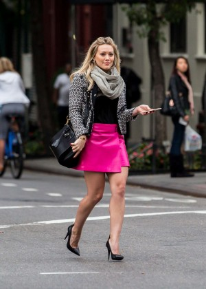 Hilary Duff in Pink Mini Skirt on Younger set -26