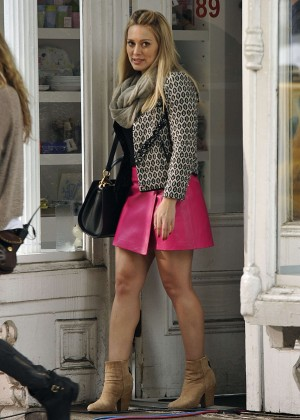 Hilary Duff in Pink Mini Skirt on Younger set -28