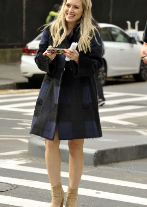 Hilary Duff in Pink Mini Skirt on Younger set -47