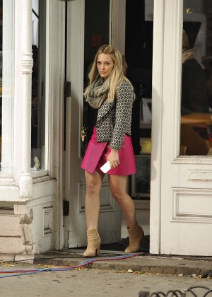 Hilary Duff in Pink Mini Skirt on Younger set -59