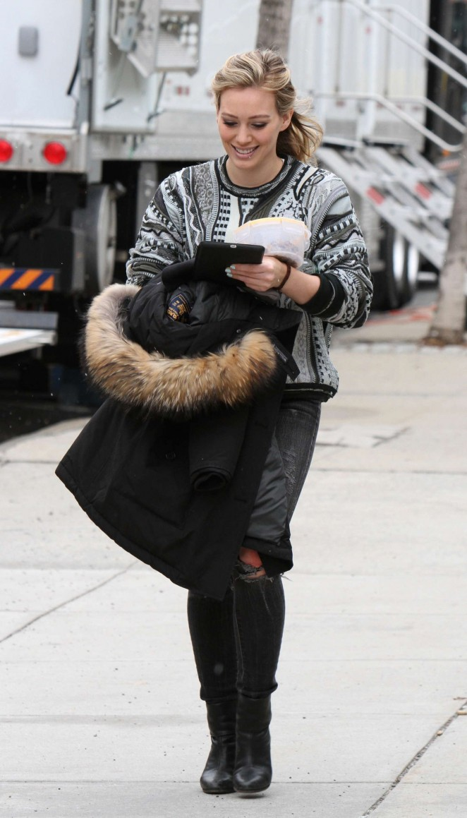 Hilary Duff in Ripped Jeans Filming 'Younger' in NYC