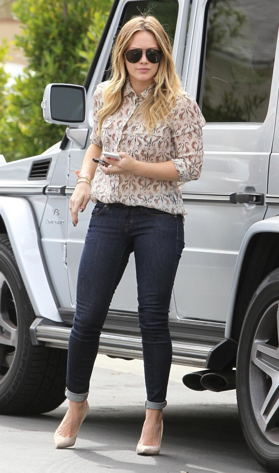 Hilary Duff – In Jeans out for lunch in LA