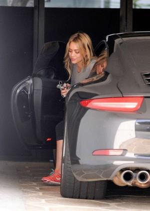 Hilary Duff in Tight Leggings -02