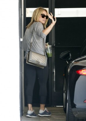 Hilary Duff in tights at a gym in LA-01