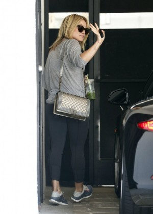 Hilary Duff in tights at a gym in LA-03