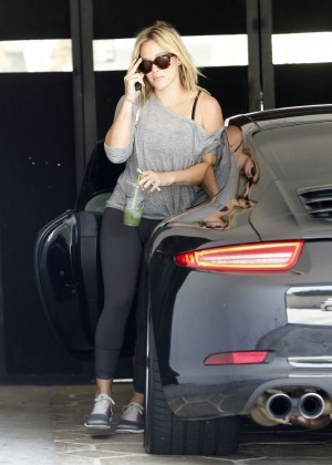 Hilary Duff in tights at a gym in LA-06