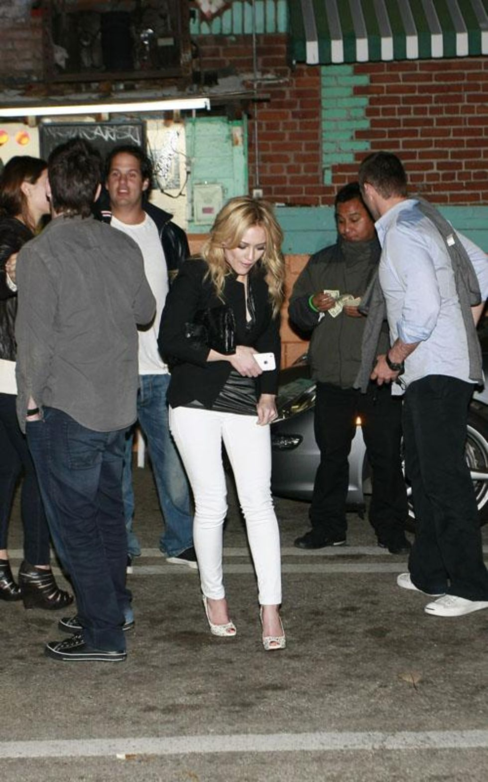 Hilary Duff 2010 : hilary-duff-leggy-in-white-tight-pants-06
