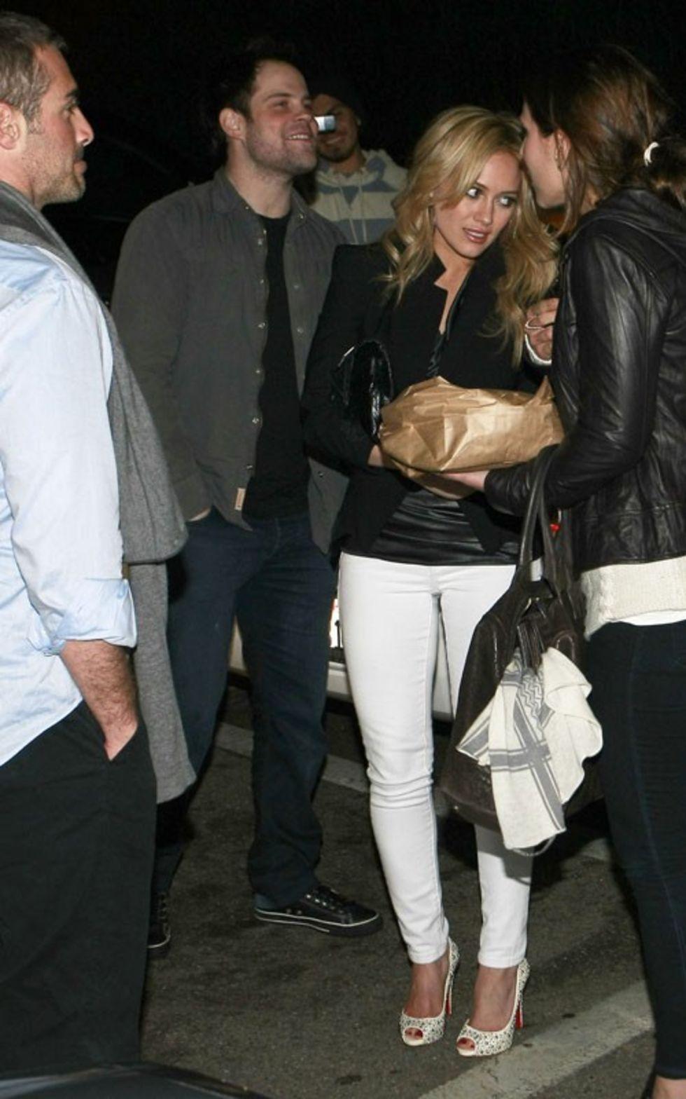 Hilary Duff 2010 : hilary-duff-leggy-in-white-tight-pants-08