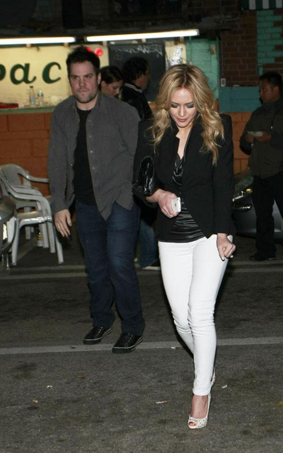 Hilary Duff 2010 : hilary-duff-leggy-in-white-tight-pants-10