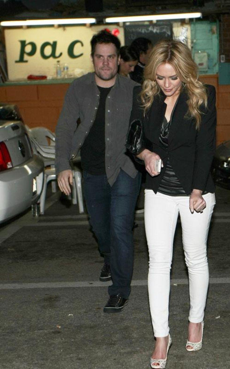 Hilary Duff 2010 : hilary-duff-leggy-in-white-tight-pants-12