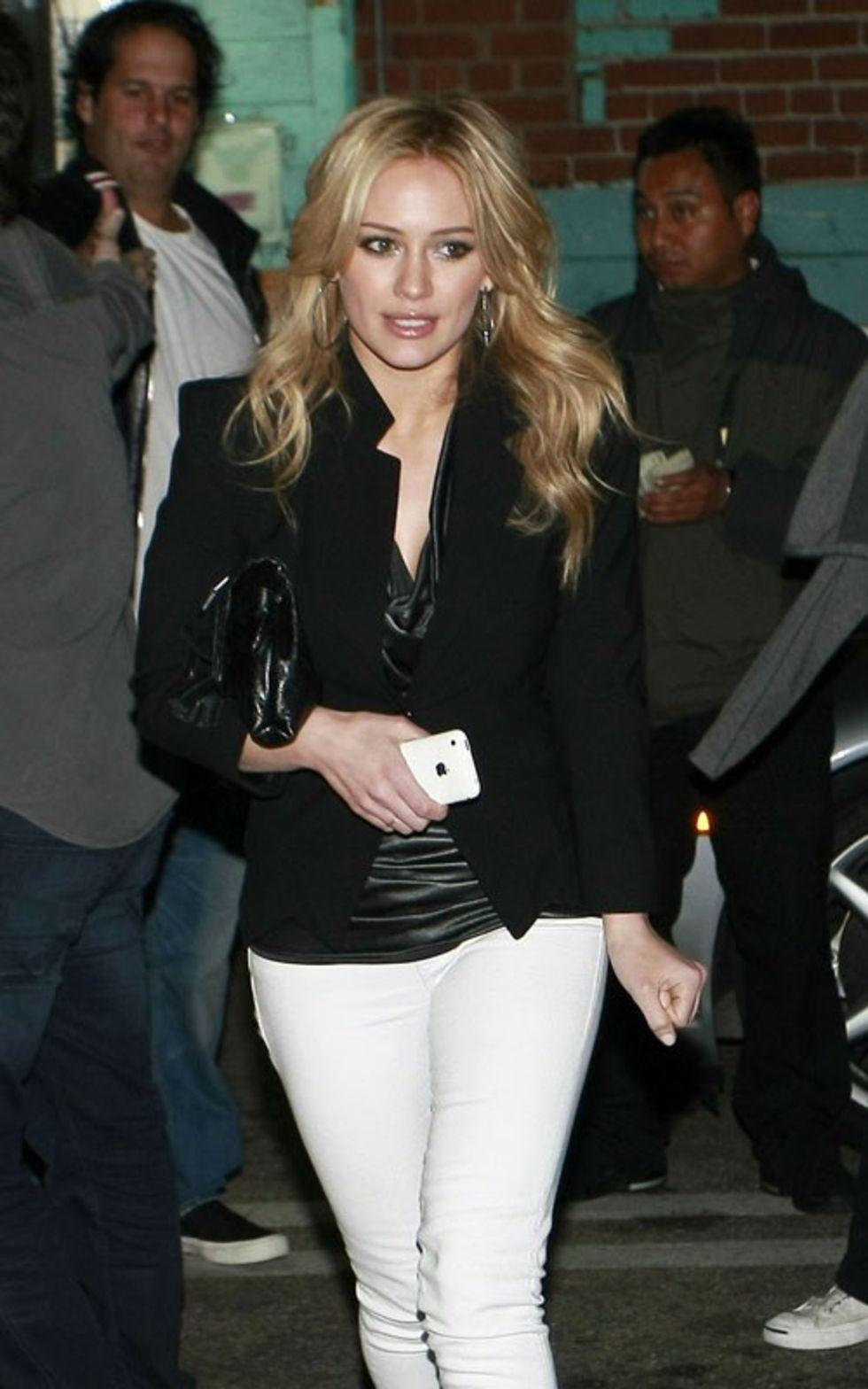 Hilary Duff 2010 : hilary-duff-leggy-in-white-tight-pants-13
