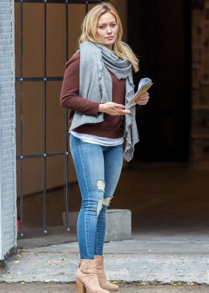 Hilary Duff in Ripped Jeans On the set of 'Younger' in Brooklyn