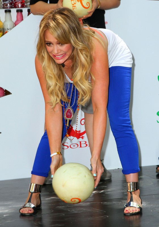 hilary-duff-sobe-life-water-event-in-nyc-02