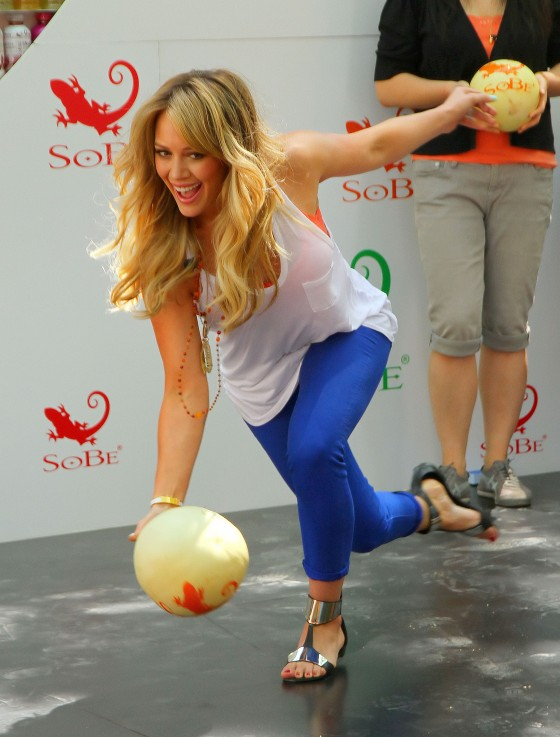 hilary-duff-sobe-life-water-event-in-nyc-06