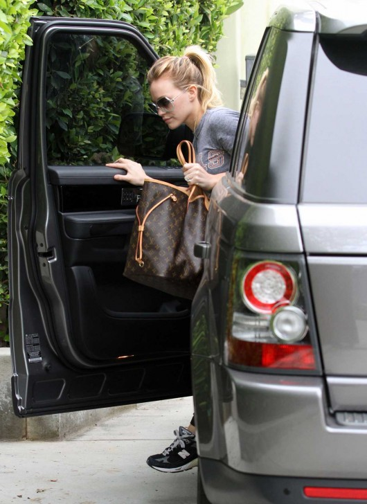 hilary-duff-tight-spandex-candids-in-la-08