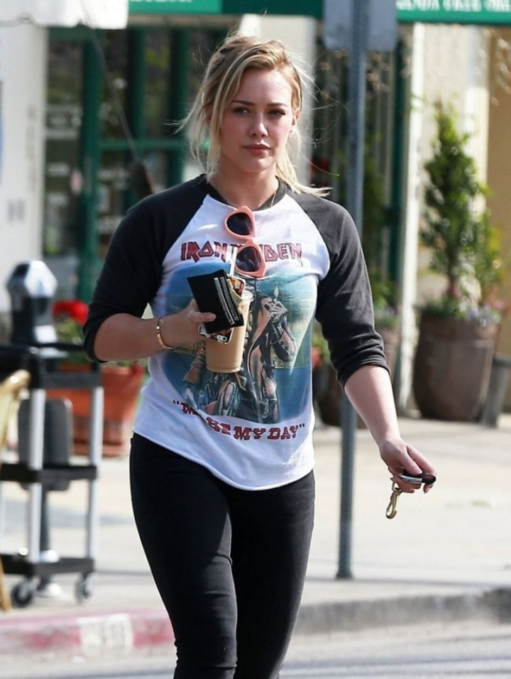 Hilary-Duff-in-Tight-Pants--06-720x956.j