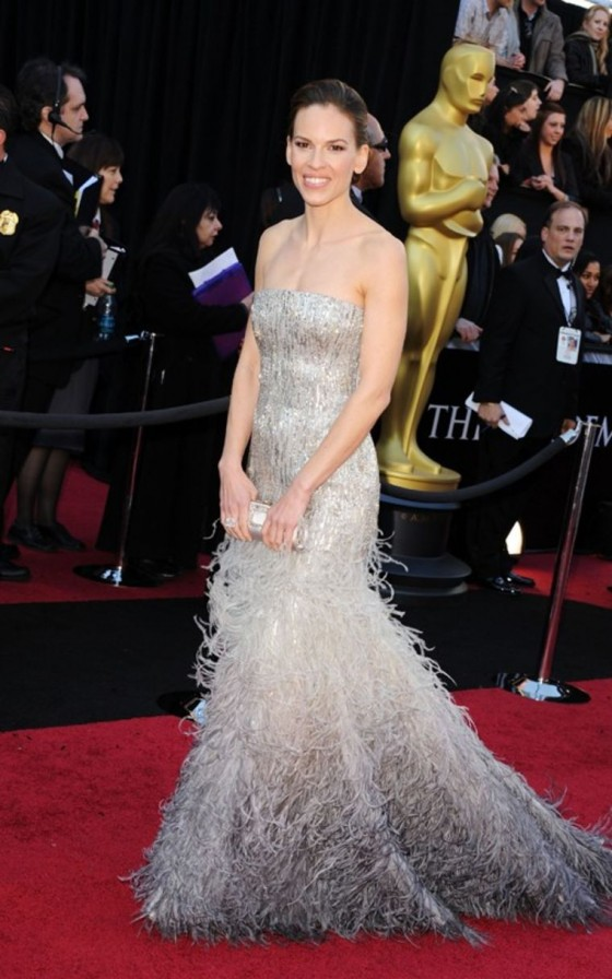 hilary-swank-2011-oscar-awards-arrival-01