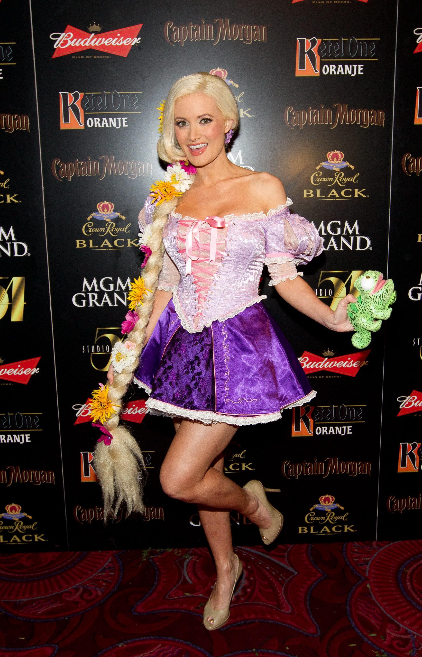 Holly Madison - 2011 Halloween party in Las Vegas-06 - GotCeleb