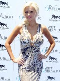 holly-madison-at-mgm-grand-hosting-wet-republic-18