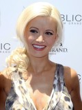 holly-madison-at-mgm-grand-hosting-wet-republic-20