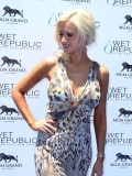 holly-madison-at-mgm-grand-hosting-wet-republic-28