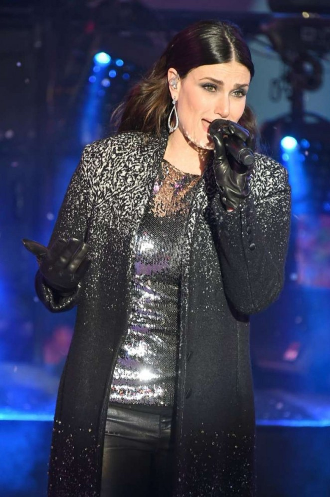 Idina Menzel – Performs at New Year's Eve 2015 in New York City