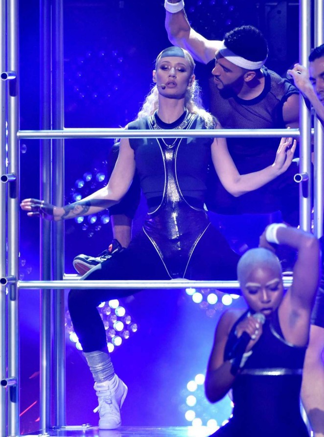 Iggy Azalea: 2014 American Music Awards -02