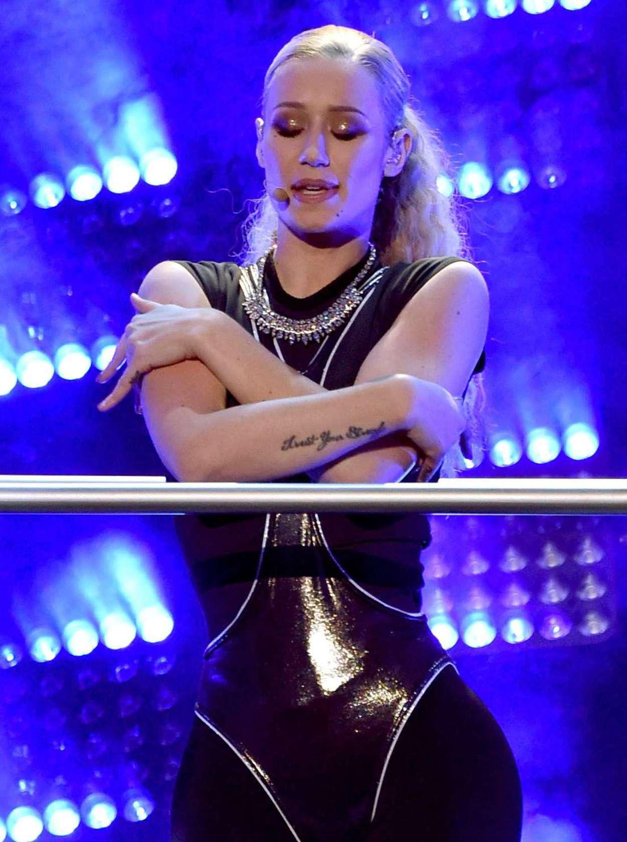 Mini Las Vegas >> Iggy Azalea – American Music Awards in LA   GotCeleb