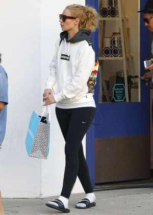 Iggy Azalea - Shopping for furniture in West Hollywood